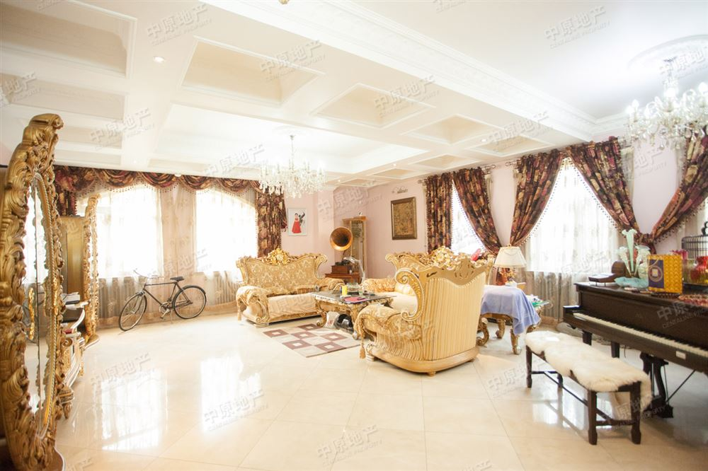 两层别墅,业主花500多万精心打造,豪华装修,三面环院,进口中央空调,全